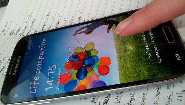 Galaxy S4_air gestures_650